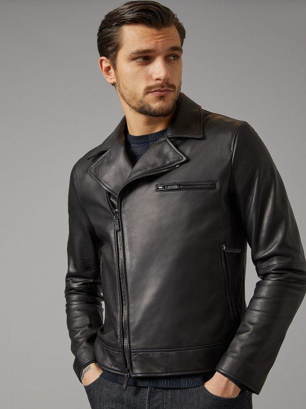 men mate black jacket