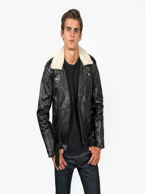 men shrealing leather jacket