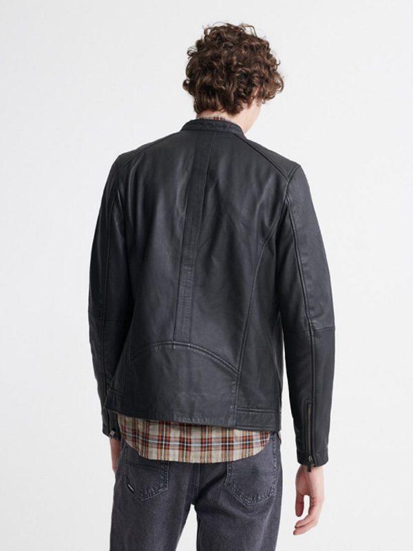 men dull black jacket
